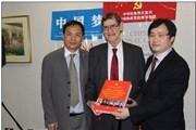 《中国共产党执政兴国图集》英文版出版发行