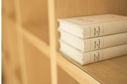 研究发现过去十年文学悲观指数与经济痛苦指数极为相关