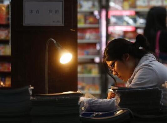 北京三联韬奋24小时书店:一盏灯点亮一座城市