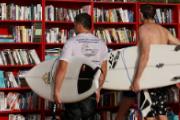 宜家是怎样卖书架的,海滩上的宜家书展