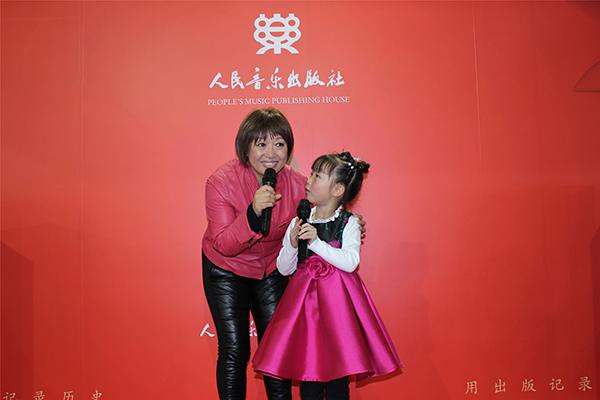 与小雨姐姐一起阅读童心 阳光宝贝唱响北京图书订货会