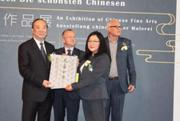 中宣部常务副部长黄坤明代表中方向柏林自由大学赠送《元画全集》
