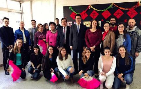 外研社向黎巴嫩大学赠书