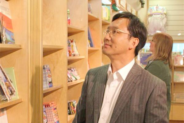 """袁亚春:学术图书编辑要有与研究写作团队平等讨论的能力——以""""中国大转型:中国经济转型与创新发展丛书""""出版为例"""