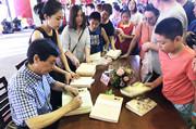 曹文轩现身内蒙古自治区文博会,从《萌萌鸟》谈阅读写作