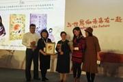 秦文君同获奖作品《会跳舞的向日葵》和《十六岁少女》纪念版首发式亮相上海童书展