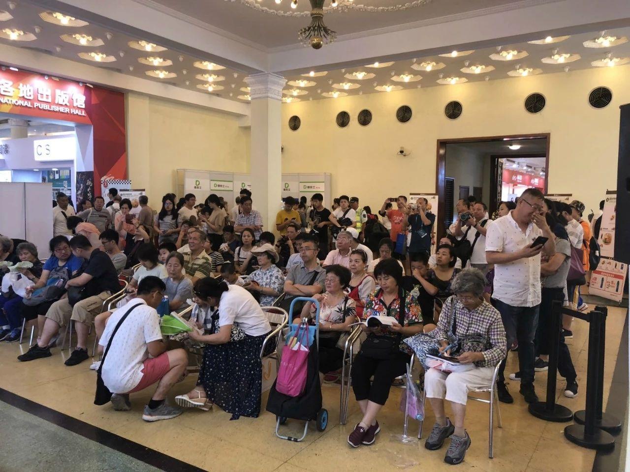 """黑龙江科技社携新书《会吃上海菜》亮相上海国际书展,开启""""美食•中国""""新征程"""