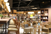 社�k��店:站在�x者和市�鲋��g|2019中����店大��