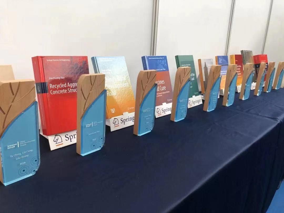 """施普林格·自然首次颁发""""中国新发展奖"""",彰显中国学者对全球可持续发展的贡献"""