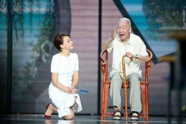 百岁译界泰斗许渊冲,带孩子们感受古典诗词的魅力