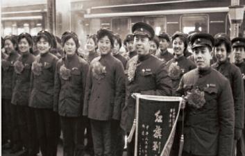 """收录400余张老照片,《""""青""""史""""影""""存》描绘中国铁路历史"""