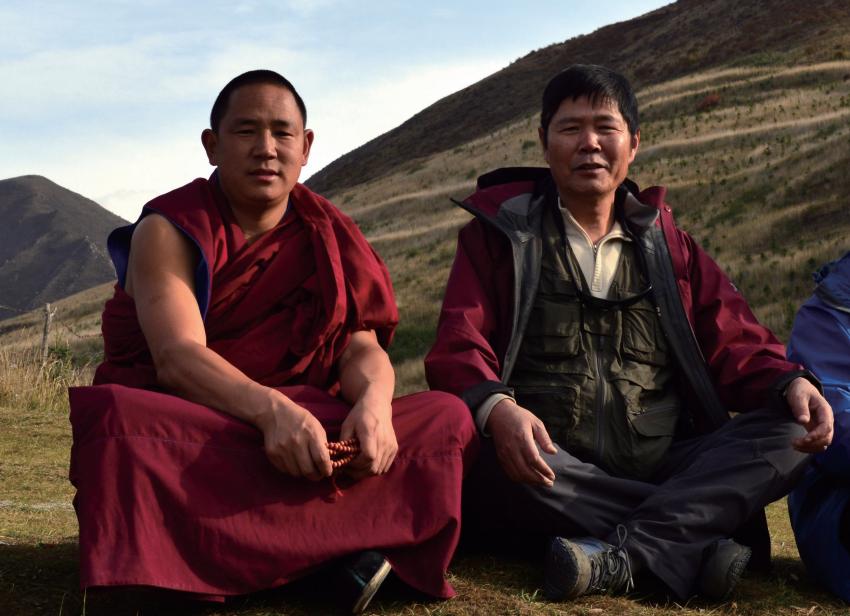 资深出版人吴雨初的离奇心事与50位形色藏人的实在故事