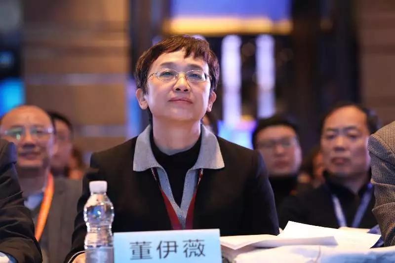 """董伊薇:实体书店要树立""""文化+"""",而不仅是""""书店+""""的跨界思维"""