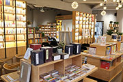 社办书店走红大学,出版社抢赢高校市场背后的运营经