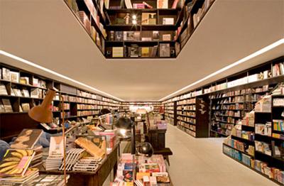 巴西圣保罗创意书店书架当大门 组图